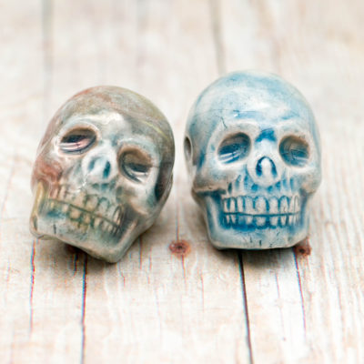 Skull Pendants, 2pcs, 20x18mm,  High Fired Raku  Beads, Halloween, Skulls, Clay Beads -R177