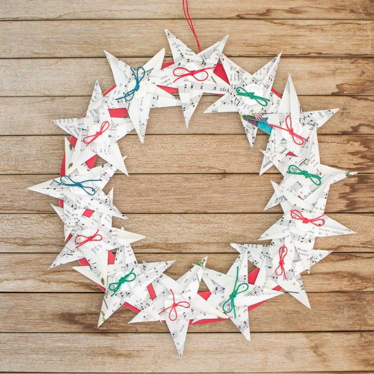 origami star Christmas wreath