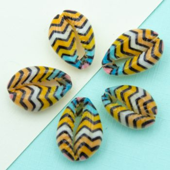 painted Cowrie Shell Beads, 5 pieces,     20-25mm,  natural shells - B2746K