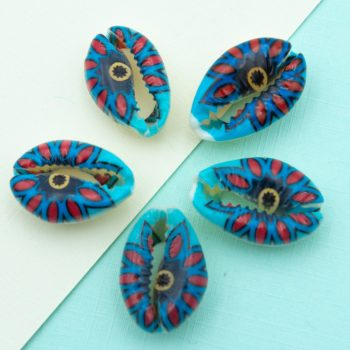painted Cowrie Shell Beads, 5 pieces,     20-25mm,  natural shells - B2746R