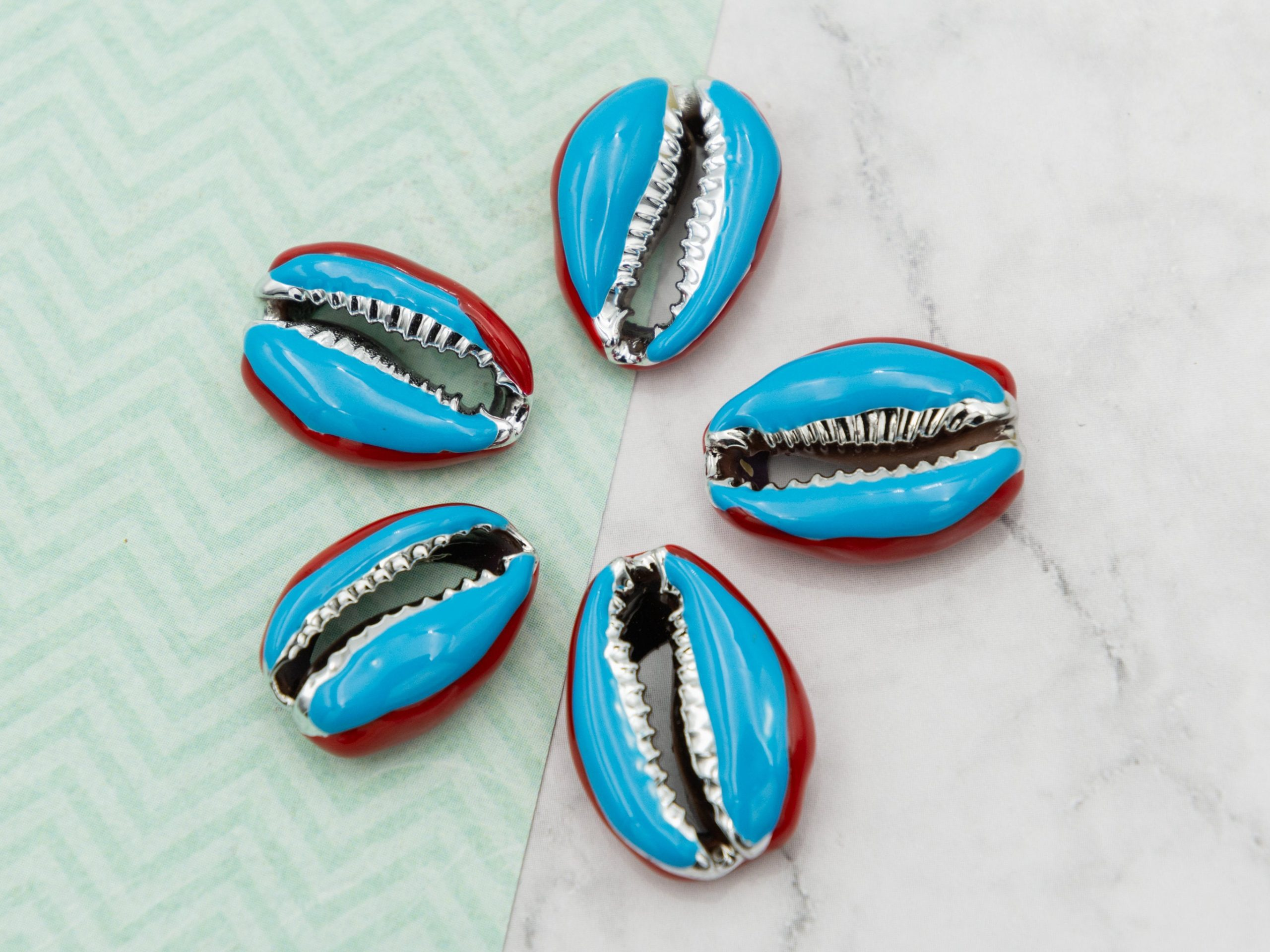 Shell Beads, 5 pieces,   enamel coated,  5pcs, 20-25mm,  natural shells - B2746P