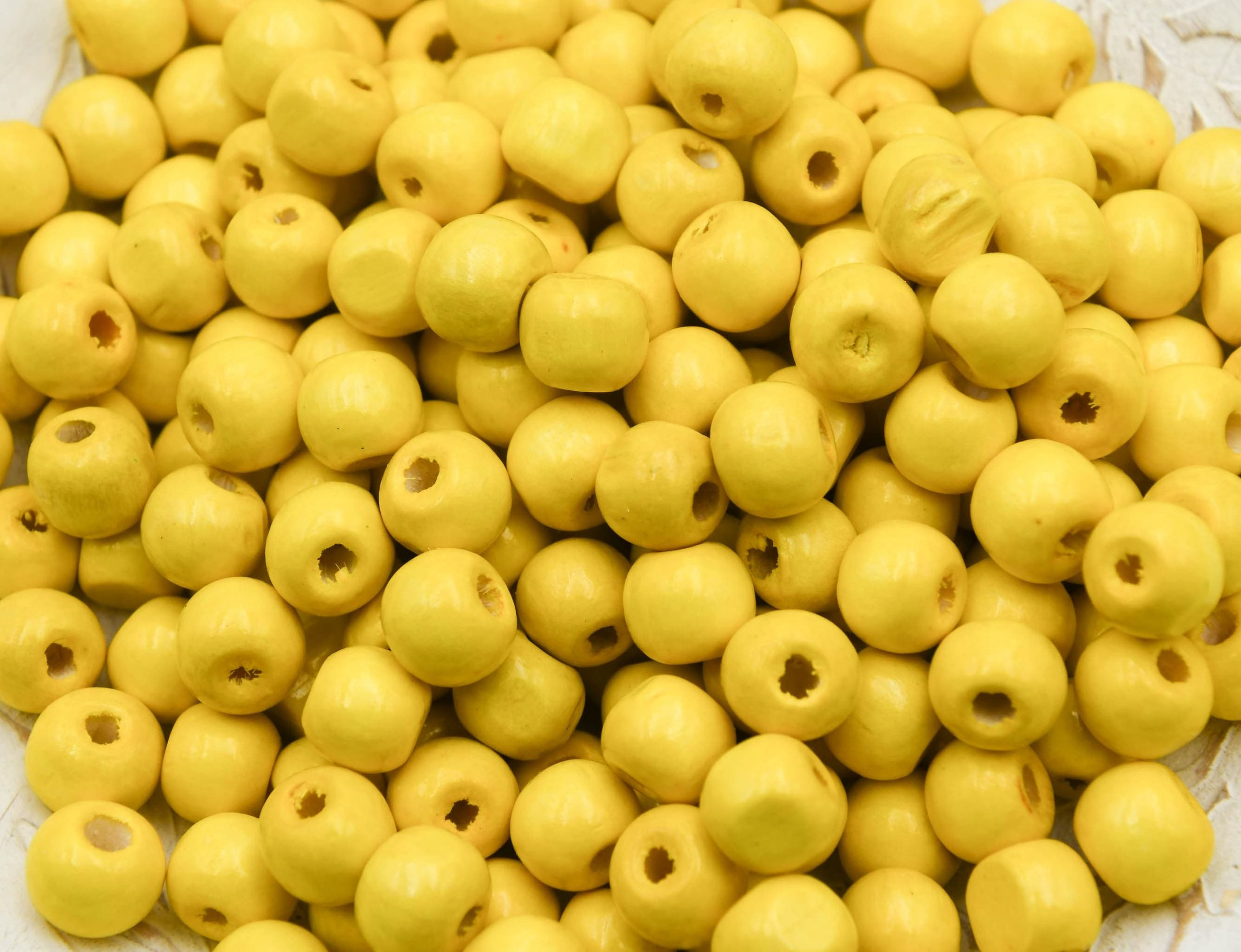 10mm yellow Wood   Beads, painted,  round 3mm hole   - 100 pieces -B3077